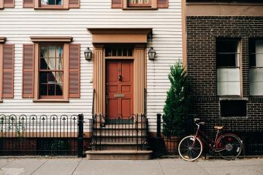 sidewalk with bute bike